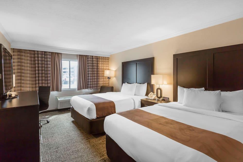 Standard Room, 2 Queen Beds, Non Smoking - Living Room