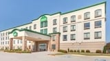 Choose This Cheap Hotel in Bentonville