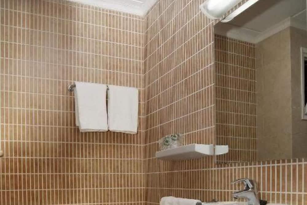 Dreibettzimmer, Meerblick (2 adults 1 child) - Badezimmer