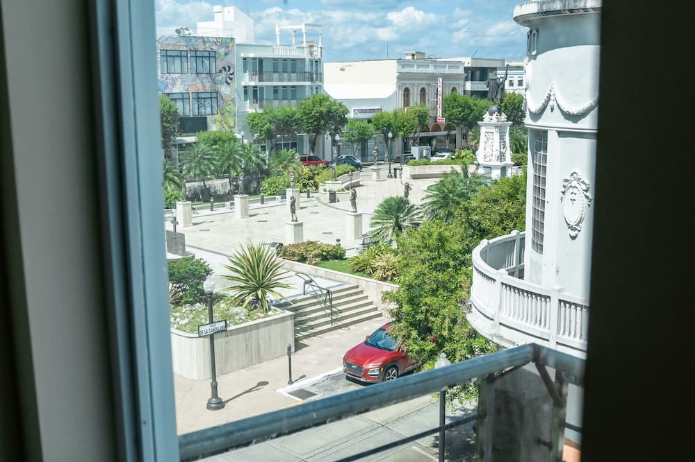 Standard Room, 2 Queen Beds, Non Smoking, Refrigerator & Microwave - Balcony View