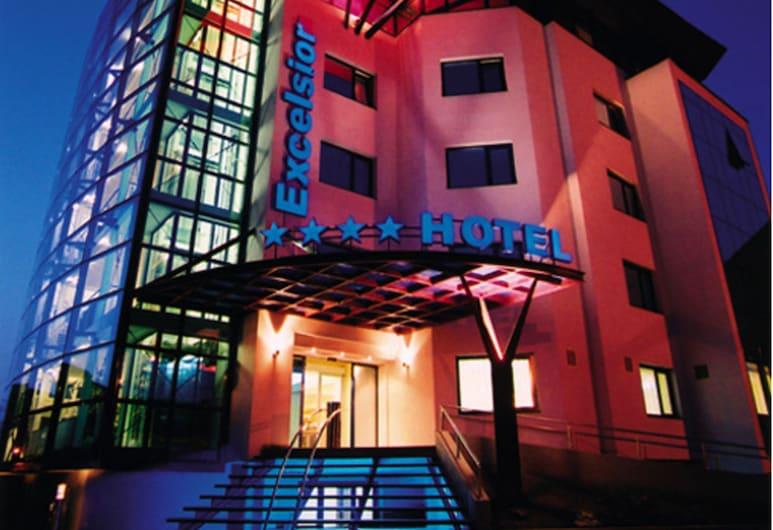 Excelsior, Timisoara, Hotellfasad - kväll
