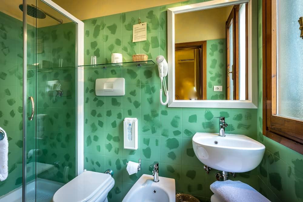 Chambre Standard Double ou avec lits jumeaux - Salle de bain