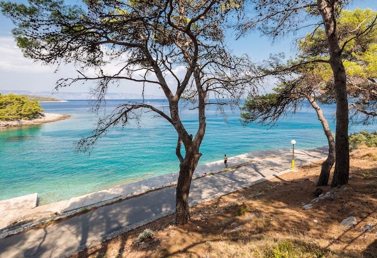 Adriatiq Resort Fontana, Jelsa, Strand