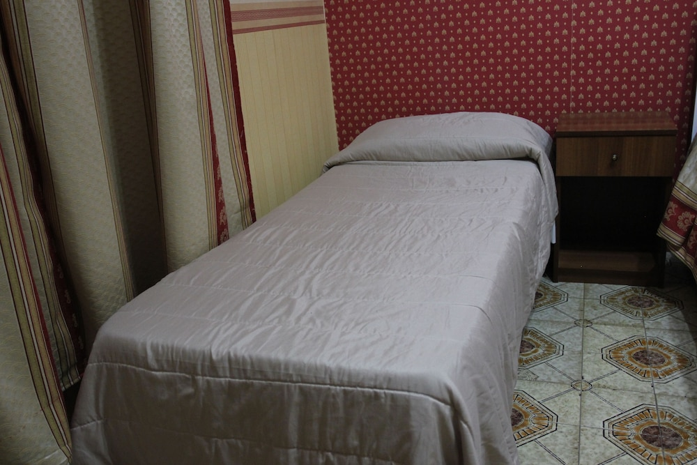 Prenota B&B Soggiorno Elia a Napoli - Hotels.com