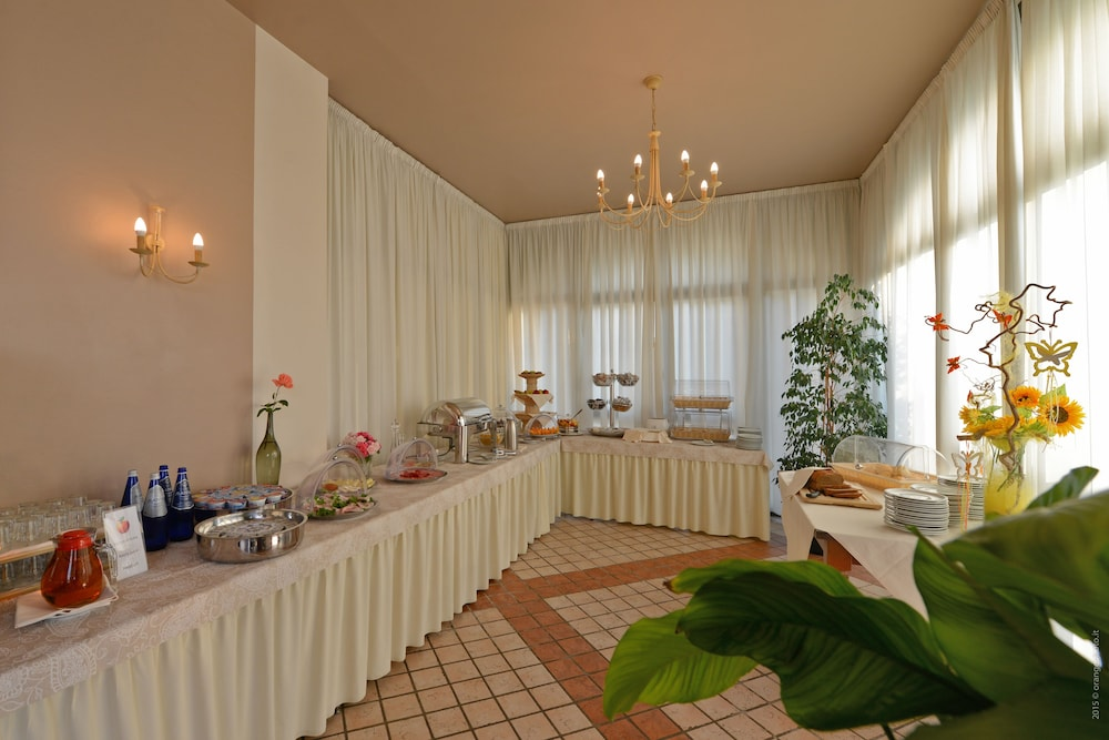Book Le Terrazze Sul Lago Residence & Hotel in Padenghe sul Garda ...