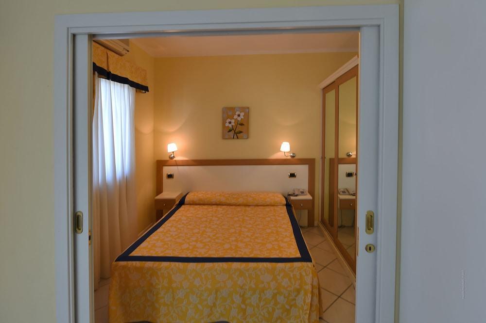 Le Terrazze Sul Lago Residence & Hotel, Padenghe sul Garda: Info ...