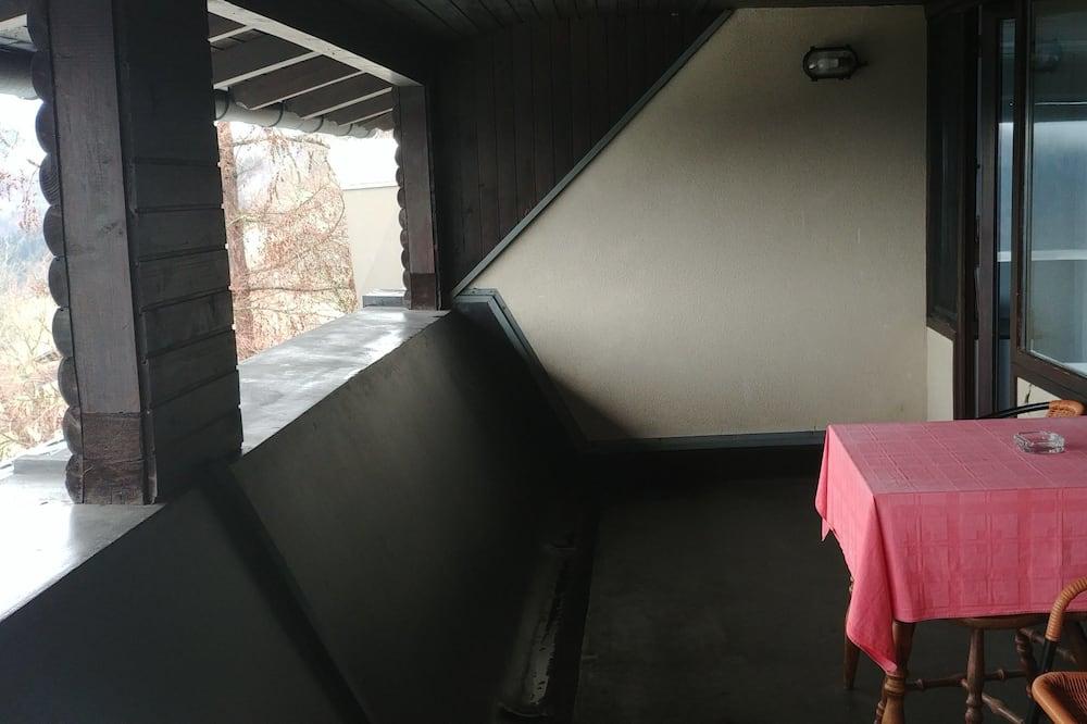 Klasikinio tipo trivietis kambarys, balkonas, vaizdas į kalnus - Balkonas