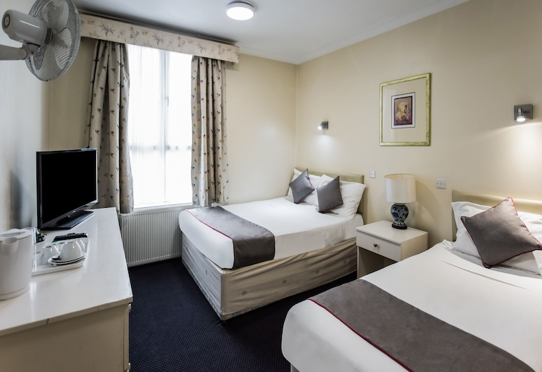 OYO Grantly Hotel, London, Deluxe Triple Room, Guest Room