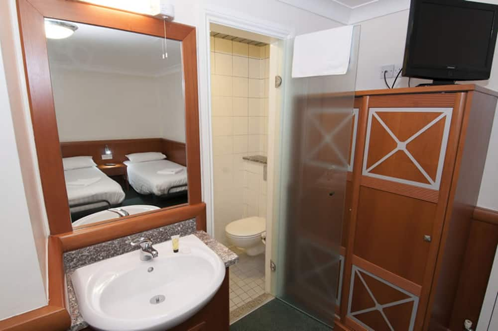Double Room with Extra Single Bed - Bathroom