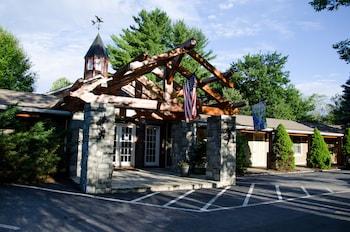 תמונה של The Village Inn בבלואינג רוק