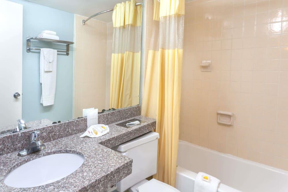 Zimmer, 2Queen-Betten, Nichtraucher (Pet Friendly) - Badezimmer
