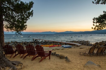 Picture of Red Wolf Lakeside Lodge in Tahoe Vista