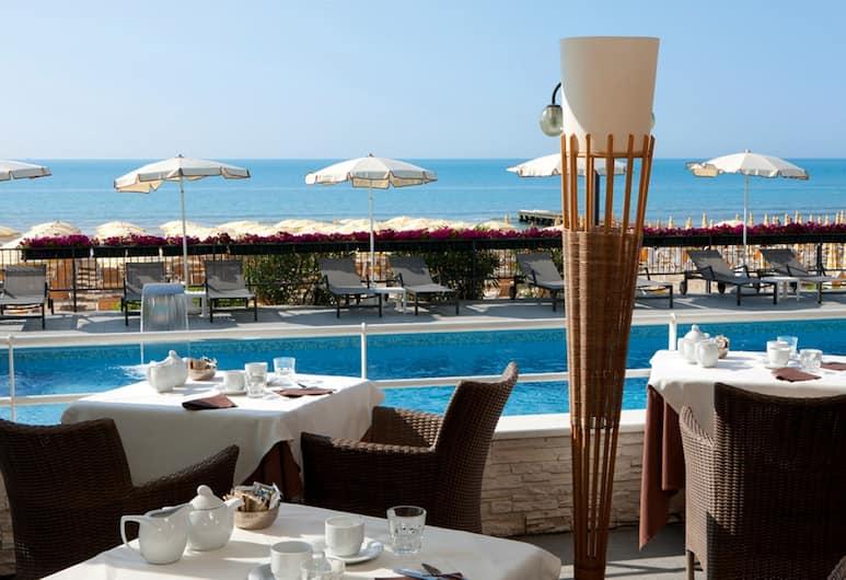 Hotel Victoria Frontemare, Jesolo, Bar a bordo piscina