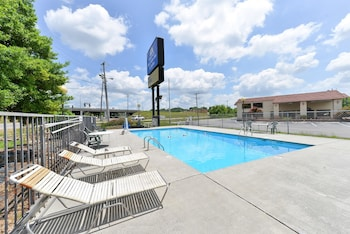 Picture of Americas Best Value Inn & Suites Knoxville North in Knoxville