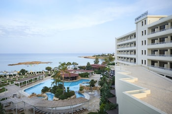 Fotografia do Capo Bay Hotel em Protaras