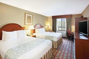 Introduce las fechas para ver los descuentos de hoteles en Long Island City