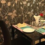 Habitación ejecutiva con 1 cama doble o 2 individuales, 1 cama doble, para fumadores - Servicio de comidas en la habitación