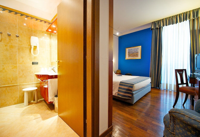 The Originals City, Hôtel Royal, Turin, Turin, Standard Double Room, Living Area