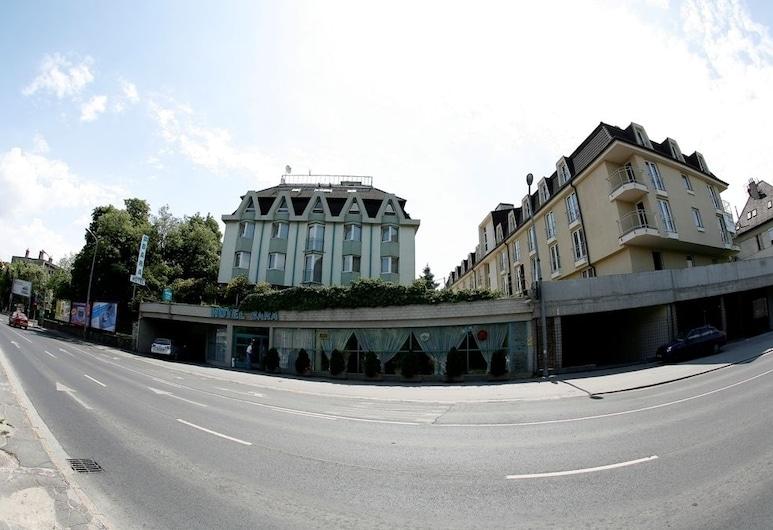 Hotel Bara Budapest, Budapest, Parte delantera del hotel