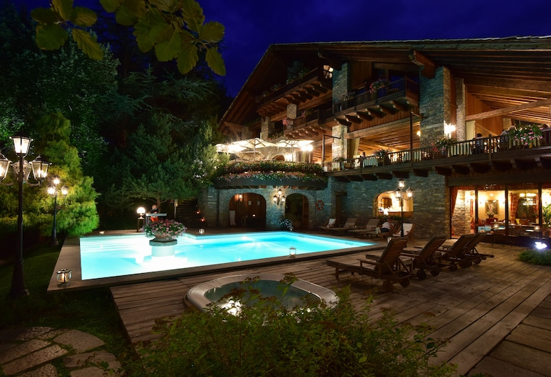 Relais Mont Blanc Hotel & SPA, La Salle, Piscina all'aperto