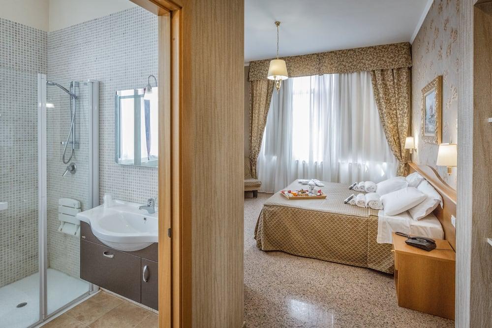 غرفة مزدوجة مريحة للاستخدام الفردي - غرفة نوم واحدة - تجهيزات لذوي الاحتياجات الخاصة - لغير المدخنين - حمّام