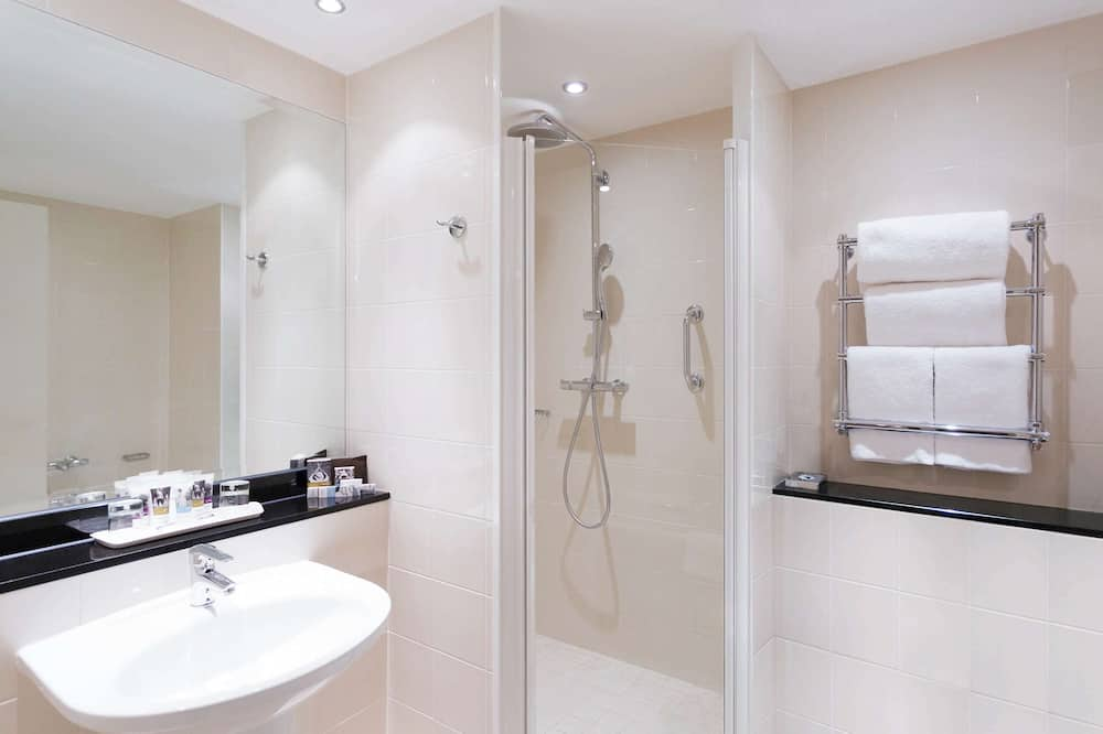Privilege, Room, 1 King Bed - Bathroom