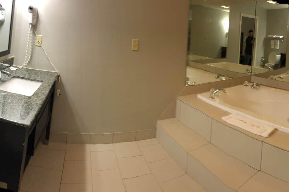 ห้องสแตนดาร์ด, เตียงคิงไซส์ 1 เตียง, อ่างน้ำวน - อ่างสปาส่วนตัว