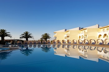 Picture of Cephalonia Palace in Kefalonia