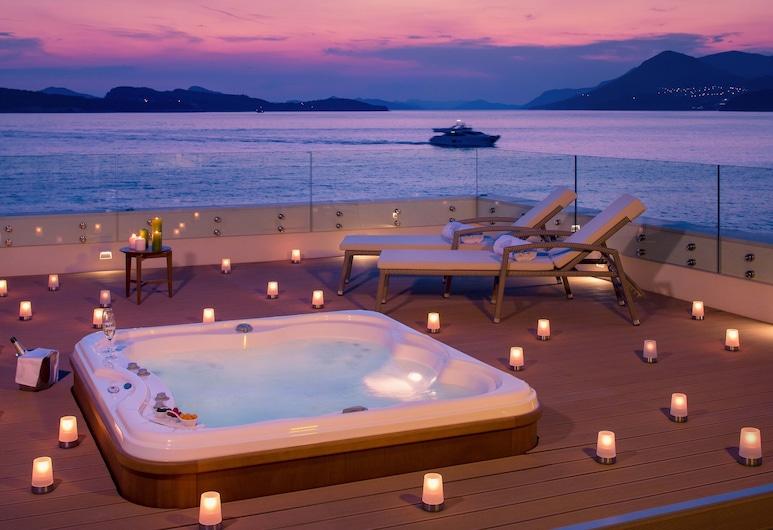 Valamar Collection Dubrovnik President Hotel, Dubrovnik, Superior Suite with Terrace and Sea View  V Level Service, Bañera de hidromasaje al aire libre