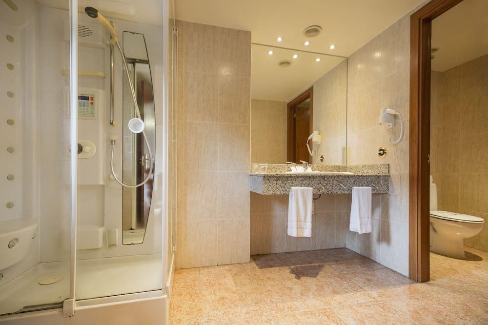 Superior Quadruple Room (2 adults + 2 children ) - Bathroom