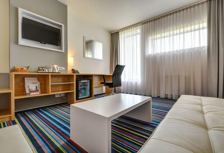 Holiday Inn Prague Airport, an IHG Hotel, Praga, Suite, 1 cama de matrimonio grande con sofá cama, no fumadores, Habitación