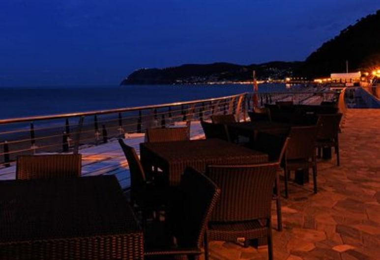 Grand Hotel Mediterranee, Alassio, Terrasse/Patio