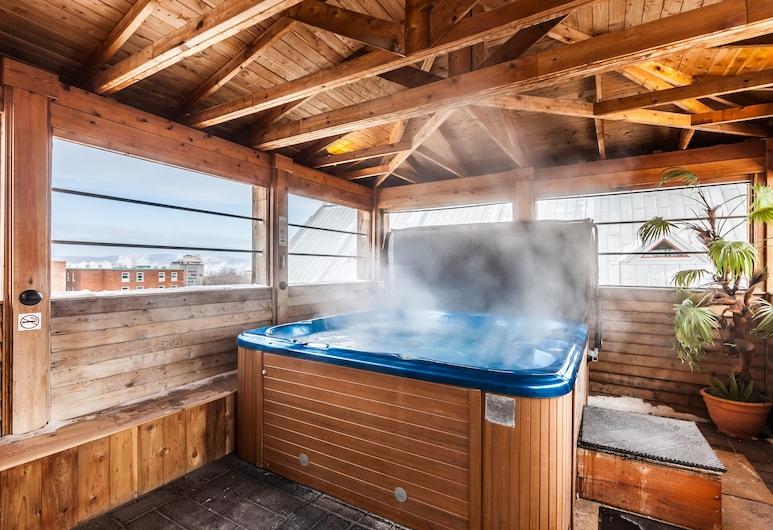 Hotel Acadia, Quebec, Indoor Spa Tub
