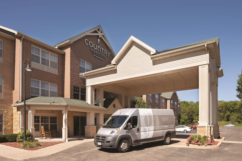 Country Inn & Suites by Radisson, Madison Southwest, WI, Madison