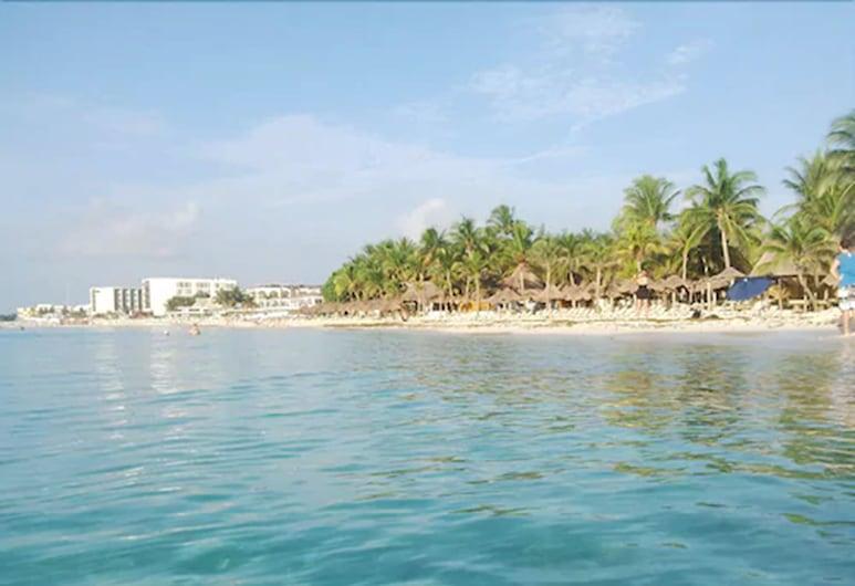 Barrio Latino Hotel, Playa del Carmen, Beach
