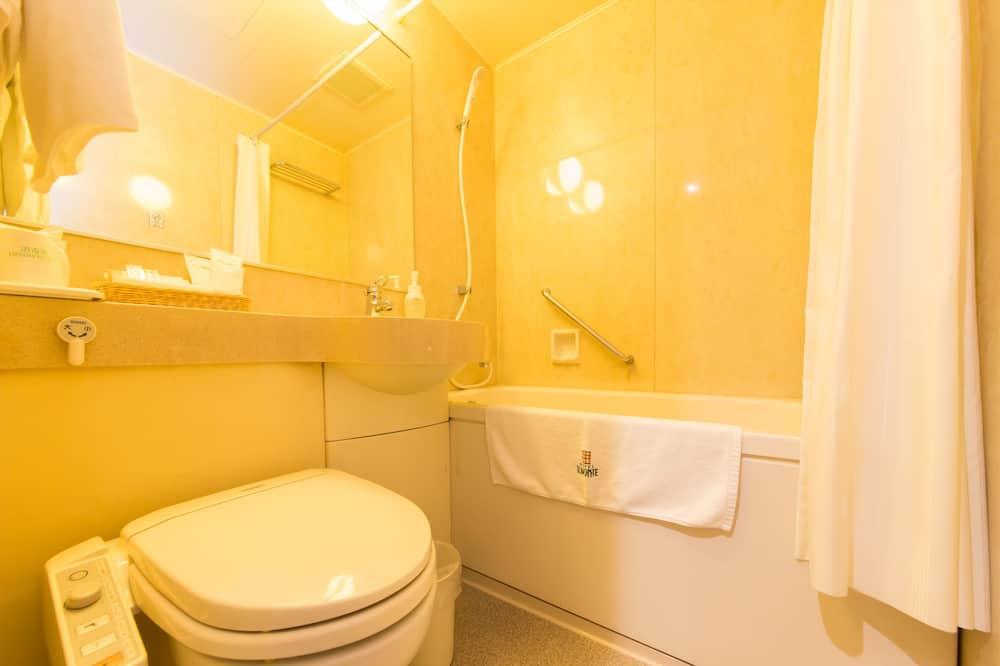 Standard Quadruple Room, 4 Bedrooms, Non Smoking - Bathroom
