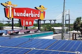 Picture of Thunderbird Inn in Savannah