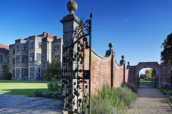 Picture of Fanhams Hall in Ware