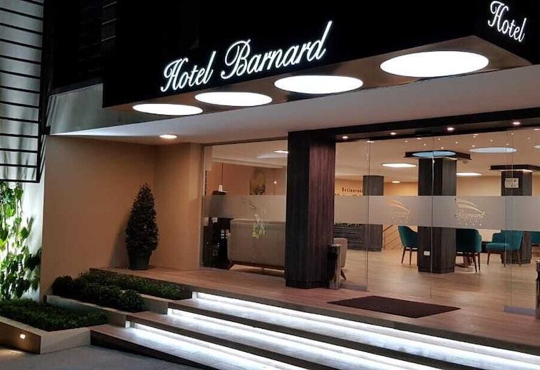Barnard Hotel, Quito, Hotellets facade - aften/nat