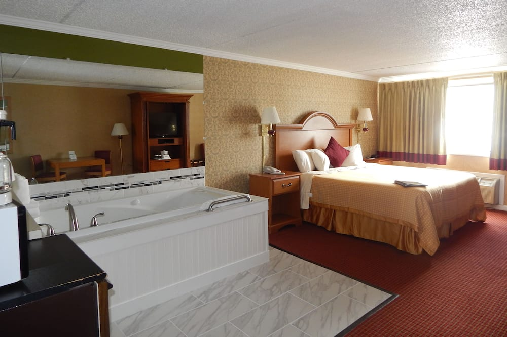 Room, 1 King Bed, Jetted Tub, Pool View - Guest Room