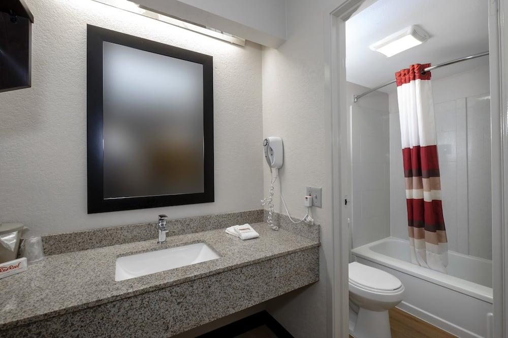 Deluxe Room, 2 Double Beds, Smoking - Bathroom