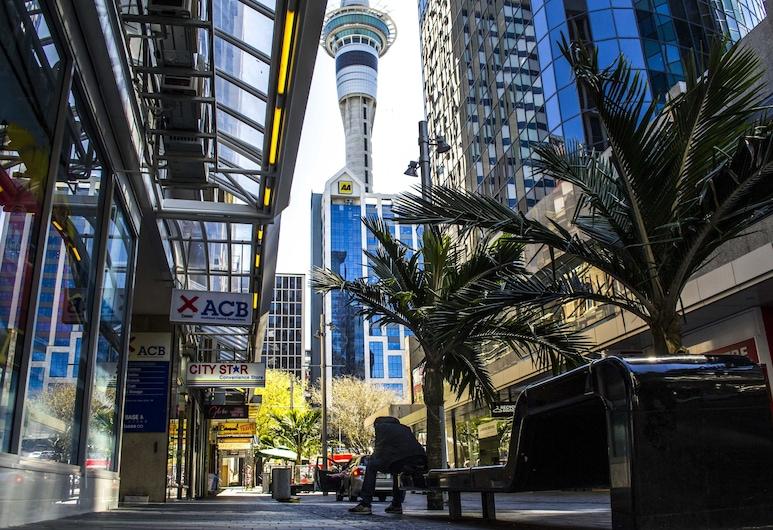 Base Auckland, Auckland, Façade de l'hôtel