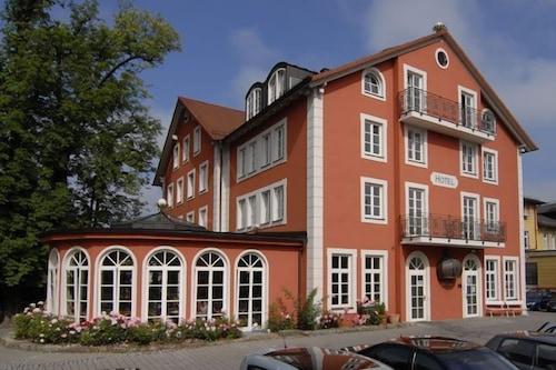 โรงแรมเคอนิกิน