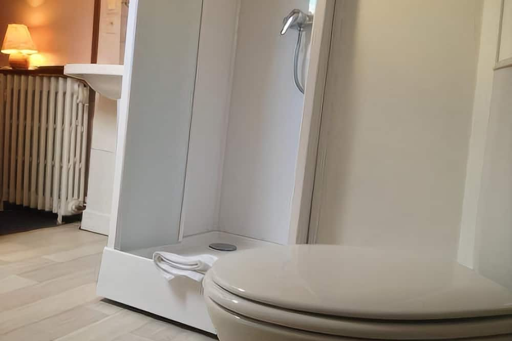 Traditional Single Attic Room - Bathroom