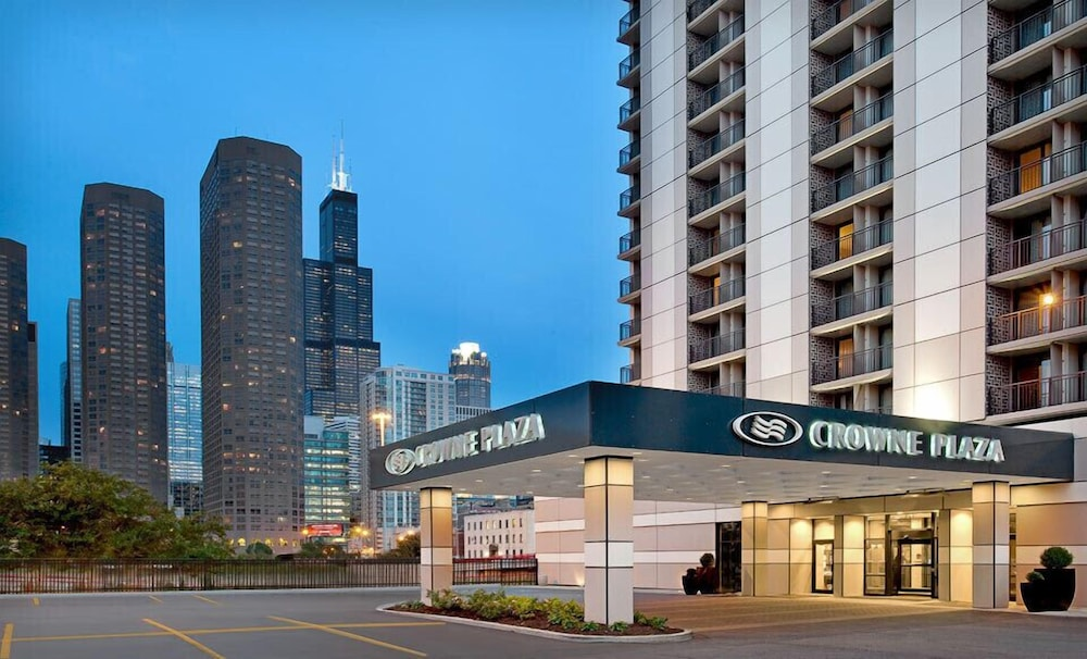 book crowne plaza chicago west loop in chicago. Black Bedroom Furniture Sets. Home Design Ideas