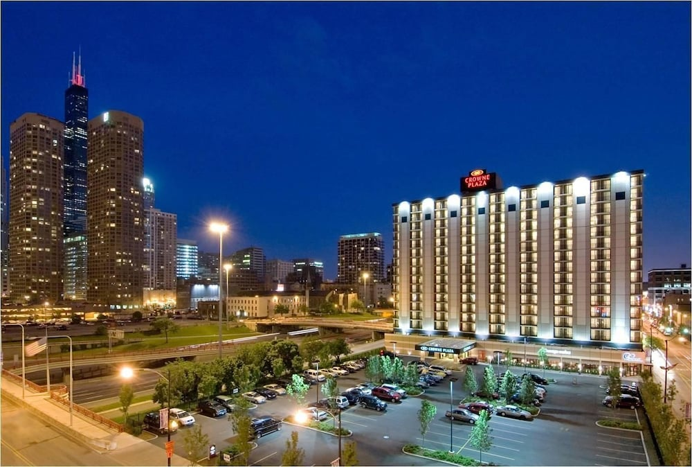 Book crowne plaza chicago west loop in chicago for Chicago hotel accommodation