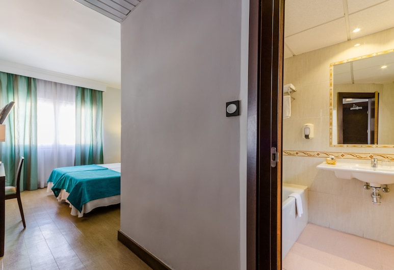 Hotel Don Juan, Granada, Double Room (2 Adults + 2 Children), Guest Room