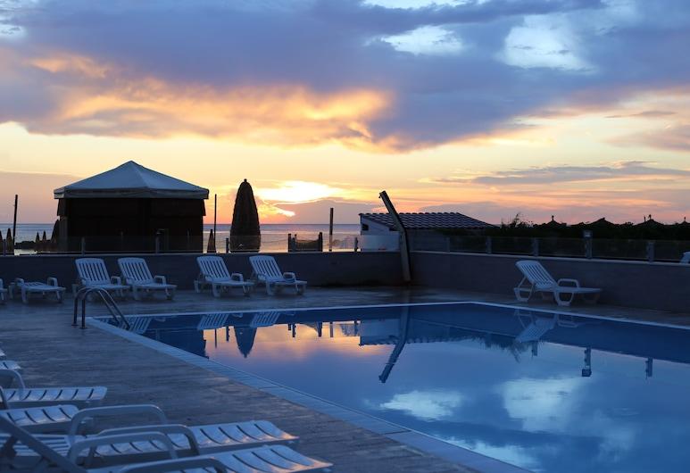 โรงแรมซีไลอ้อน, Montesilvano, สระว่ายน้ำกลางแจ้ง