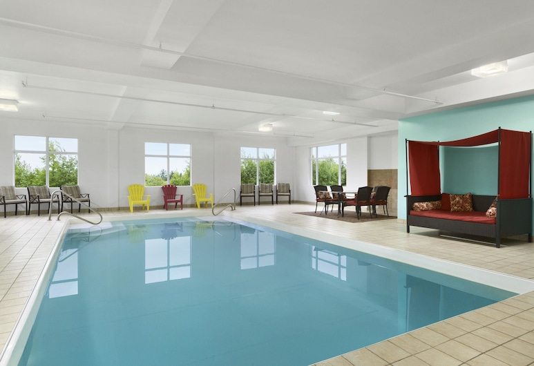 Days Inn & Conference Centre by Wyndham Oromocto, Oromocto, Piscina
