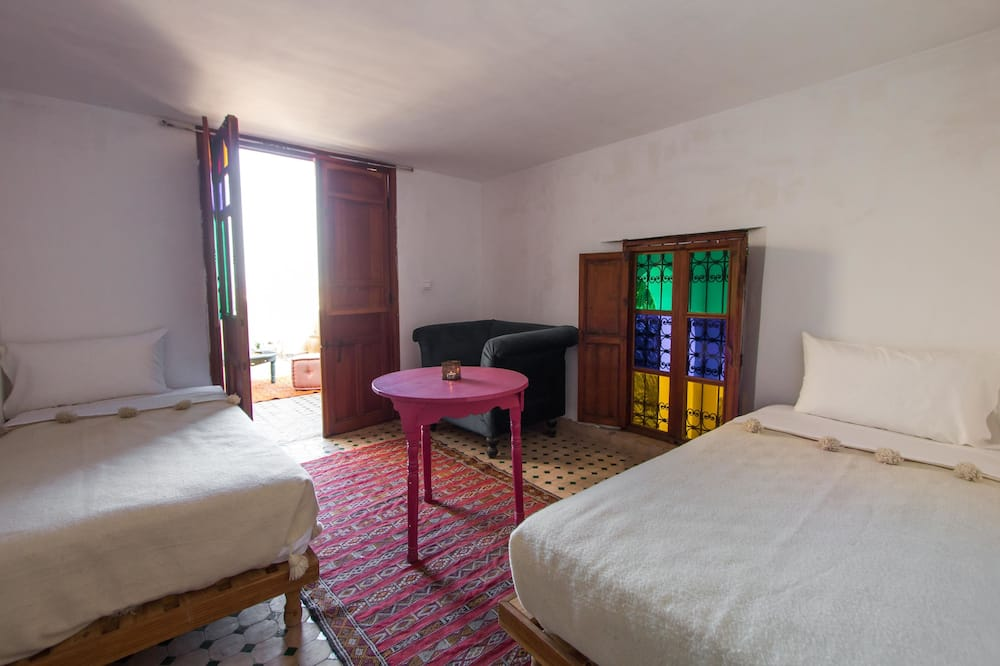 جناح - غرفتا نوم - غرفة بديكور مناسب للأطفال